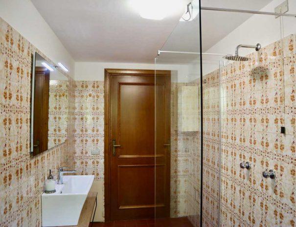 Villa-Donatelli-Bathroom-1-light